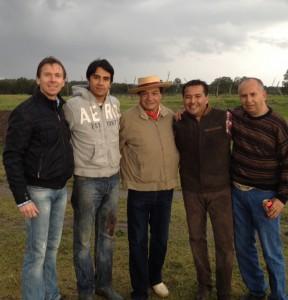 Alberto Cossio avec les Matadors Alberto Huerta à sa gauche et Manuel Montoya à sa droite. NOV 2013 Ganaderia de ZOTOLUCA pour une tienta où il reprenait les trastos après la blessure de Carmona.