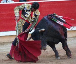 Ayudado por bajo de Morante de la Puebla