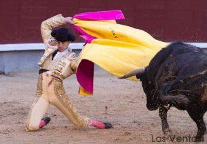 Farol de rodillas de Fernando Adrián